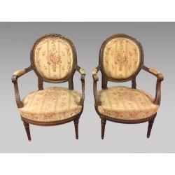 Paire de fauteuils style Louis XVI acajou petit point