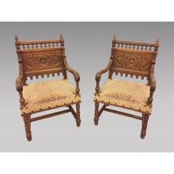Paire de fauteuils style Renaissance